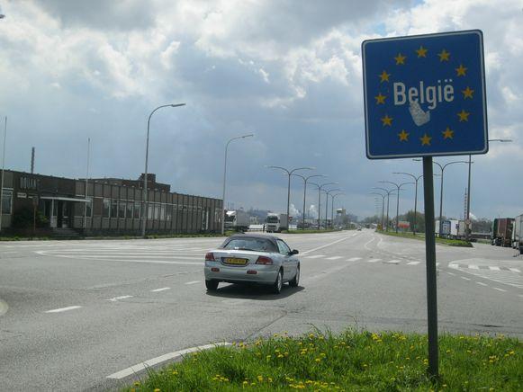 Op verschillende plaatsen in het grensgebied tussen Nederland en Oost-Vlaanderen zijn momenteel grenscontroles.