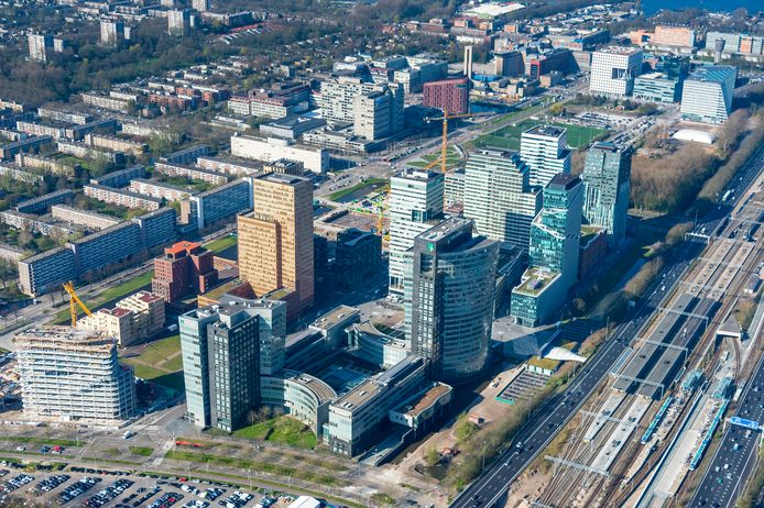 Luchtfoto van de Amsterdamse Zuidas.