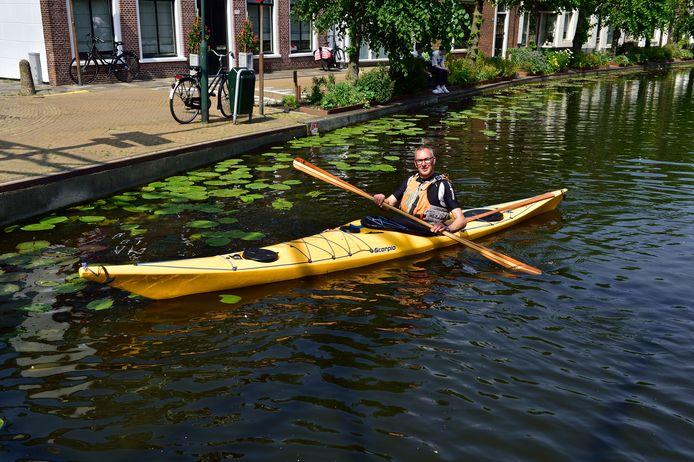 Kanoër Eric Huyzer is 19 juni op het water te vinden. Dan kunnen watersporters de route van GoudaPeddelt testen.