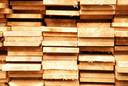 De houtvoorraad raakt overal op.