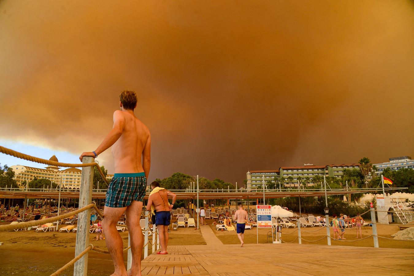 Selon Corendon, la région de la ville de Manavgat, située à 60 kilomètres à l'est d'Antalya, est la plus touchée par les feux de forêt. Le tour-opérateur ajoute néanmoins que selon les autorités turques, il n'y a aucun danger pour les hôtels situés sur la côte.