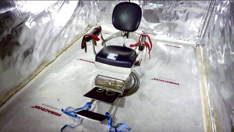 De ontdekte martelkamer in een zeecontainer, geluidsdicht en voorzien van een tandartsstoel met boeien. Beeld Reuters