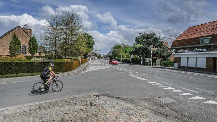 De verbindingsweg tussen Poperinge en Vlamertinge is dringend toe aan een grondige herinrichting.