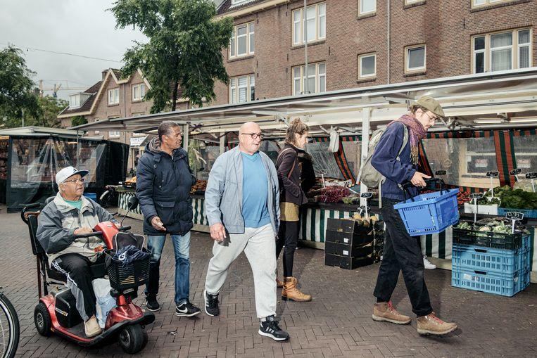 Markt in de Van der Pekstraat. Beeld Jakob Van Vliet