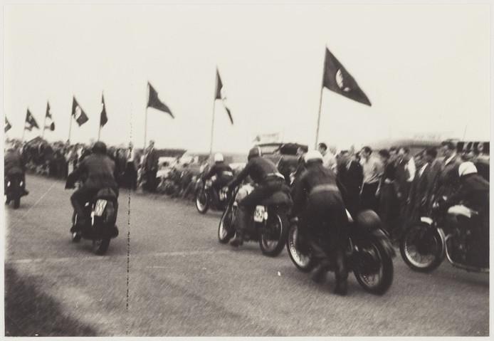 Zo was het vroeger tot de jaren zeventig in Etten-Leur op het oude circuit aan de Klappenberg. FOTO WEST-BRABANTS ARCHIEF.
