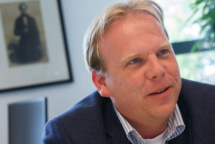Wethouder Thomas Zwiers met op de achtergrond inspirator Thorbecke.