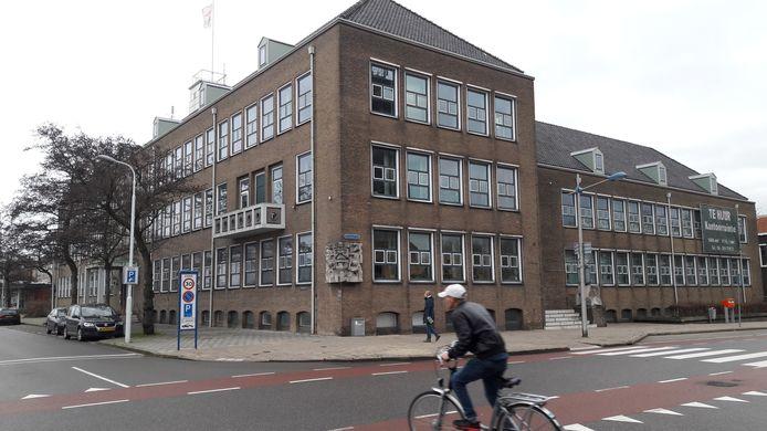Voormalig belastingkantoor op de hoek Rosegracht-Axelsestraat in Terneuzen.