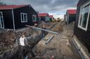 Bouwbedrijf Weever heeft voor uitzendorganisatie Level One een park met chalets voor 300 arbeidsmigranten aan de Kuinderweg bij Luttelgeest gebouwd.