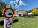 In het zogenaamde 'brigadegebouw' aan de Graaf Reinoldweg in 't Harde zouden 46 arbeidsmigranten gehuisvest moeten worden.
