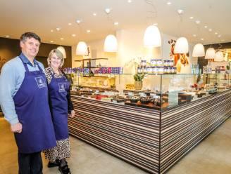 """Carla (54) en Wim (57) trekken weg uit Knokke en openen Leonidas-winkel in Oostkamp: """"We wilden de drukte ontvluchten"""""""