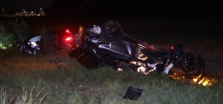 Twee auto's belanden in sloot langs de A50 bij Veghel na botsing