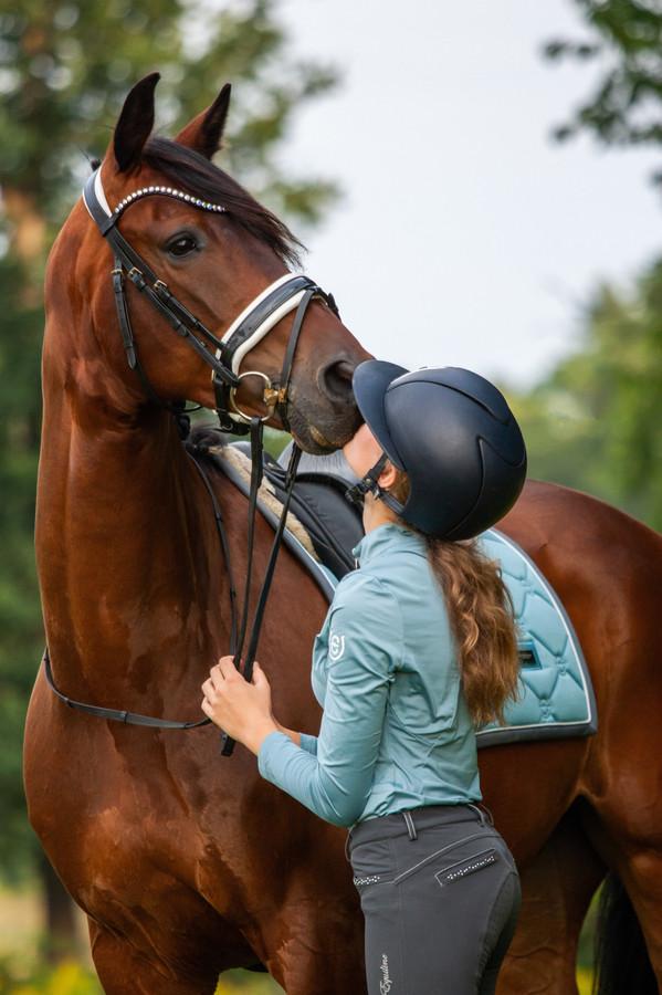 Paarden zijn de passie van Nikki (15), die lijdt aan het Ushersyndroom