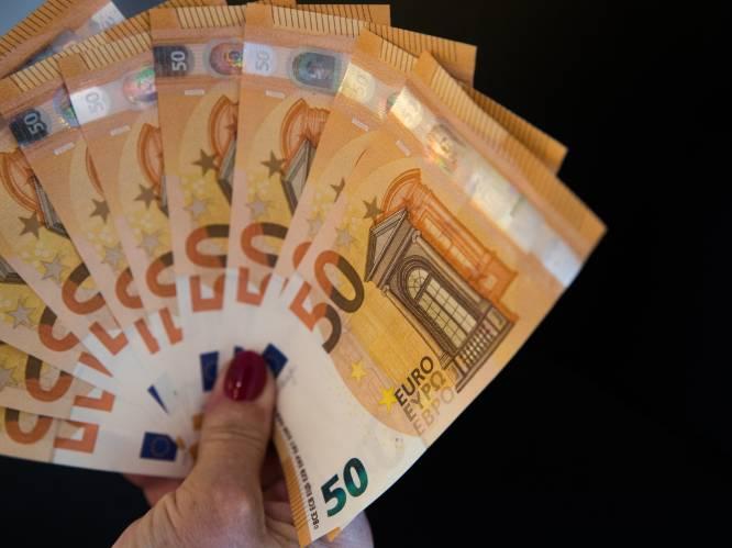 Goochelende oplichters met blanco briefjes en vloeistof veroordeeld: ze pluimden bejaarde man voor 100.000 euro