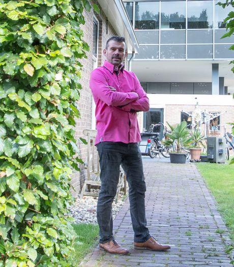 Holtens raadslid blijft Klein Velderman Show opvoeren: 'Want alle aandacht is goed, weet ik'