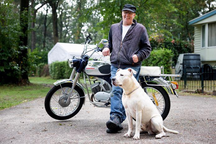 Gerard de Puit met z'n Zündapp en hond Fence.