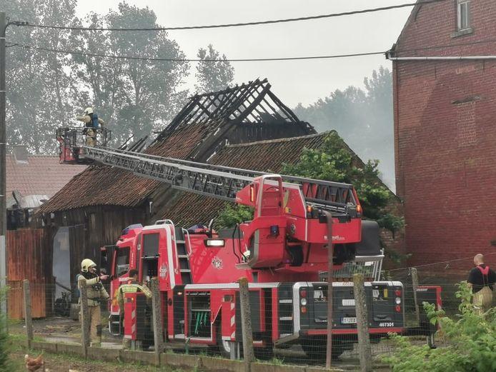De brand zorgde voor heel wat schade aan de schuur.