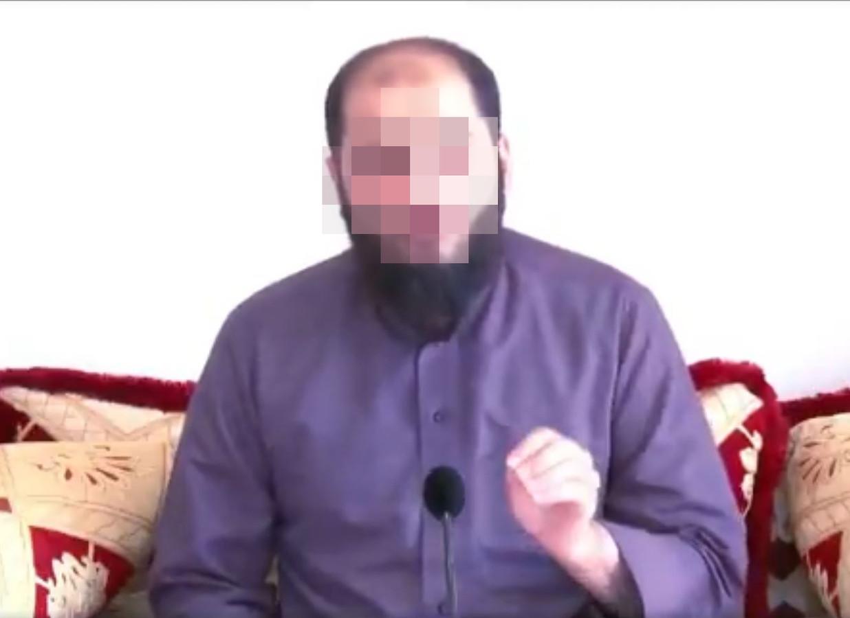 De docent van de as-Soennah moskee in Den Haag roept op tot vrouwenbesnijdenis.