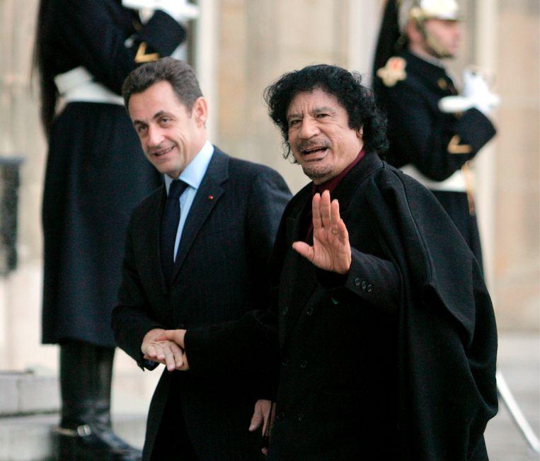 Sarkozy (links) met Kadafi in 2007. Beeld EPA