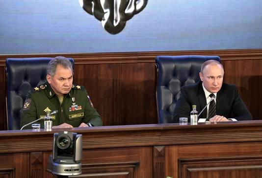 Le ministre russe de la Défense Sergueï Choïgou et Vladimir Poutine