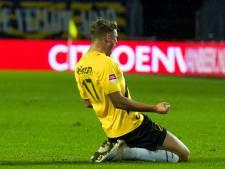 NAC wint ook van Jong Ajax, hattrick Van Hooijdonk