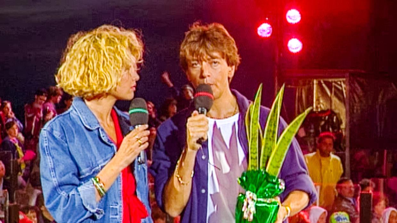 Anne De Baetzelier, Willy Sommers en een sanseveria presenteren een aflevering van 'Tien om te zien' in 1993. Beeld VTM