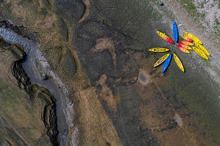 De Franse rivier de Doubs is uitgedroogd. Beeld AFP