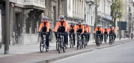 Man rijdt door het rood met gestolen fiets: politie vindt wapen en drugs