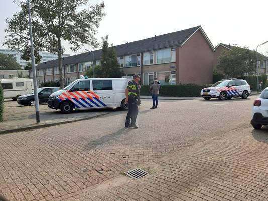 De politie zet de Beukenstraat af.