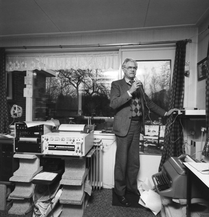 Weerman Jan Pelleboer in 1983, in zijn huis in Paterswolde