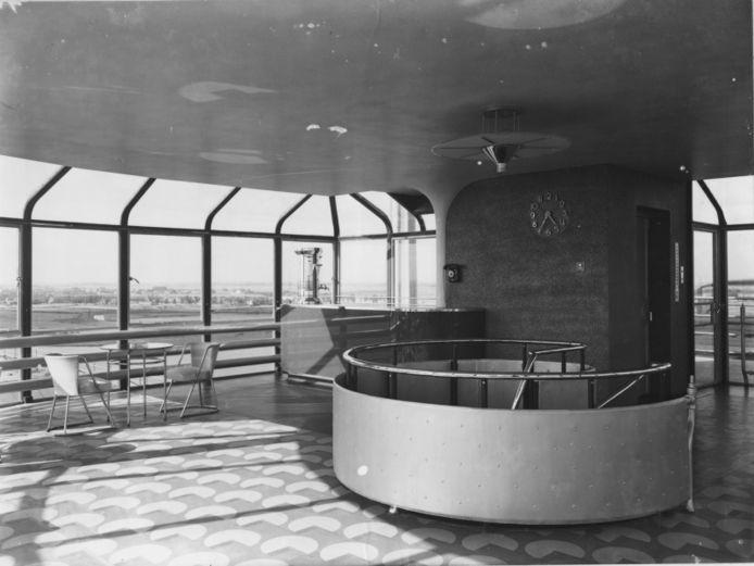 Tearoom op de bovenste verdieping van de fabriek van het Van Nelle-gebouw.