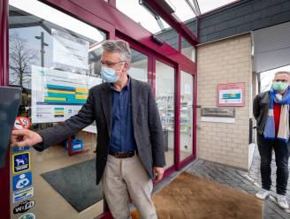 """Gebruikers Heistse bibliotheek kunnen nu ook zonder bibmedewerkers boeken lenen en inleveren: """"Pas 4de Vlaamse bib die Open+ introduceert"""""""