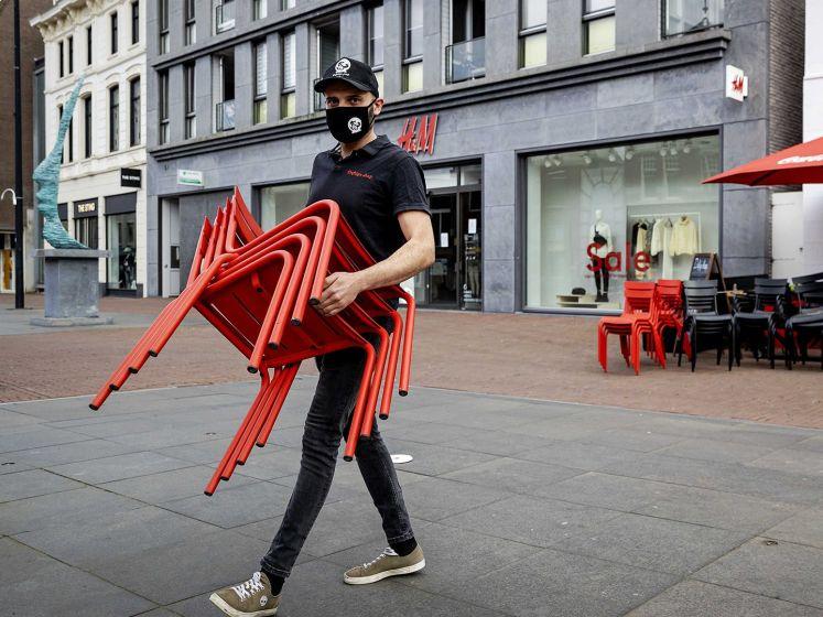 Horecaondernemers gooien uit protest terrassen open