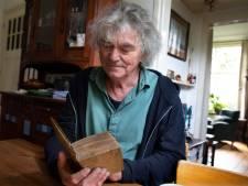 Hans Keuper werd tot tranen toe geroerd door cadeau van fan: een 334 jaar oud boek van Achterhoek-boegbeeld Willem Sluiter