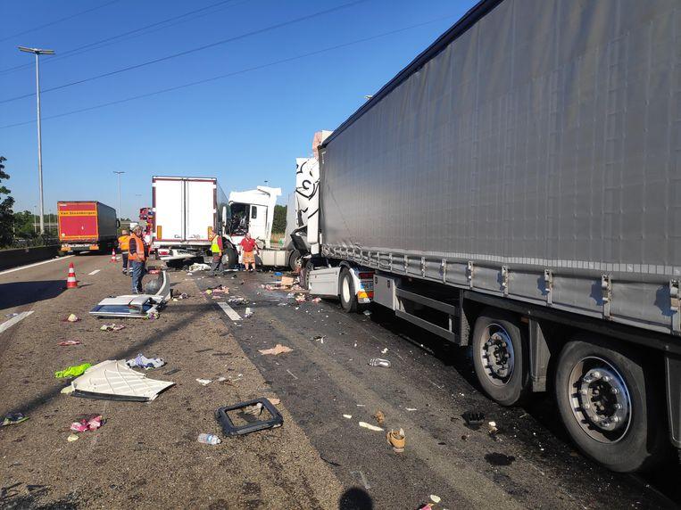 Ook vorige week vond er een zwaar ongeval met vrachtwagens plaats in Destelbergen. Beeld Cedric Matthys