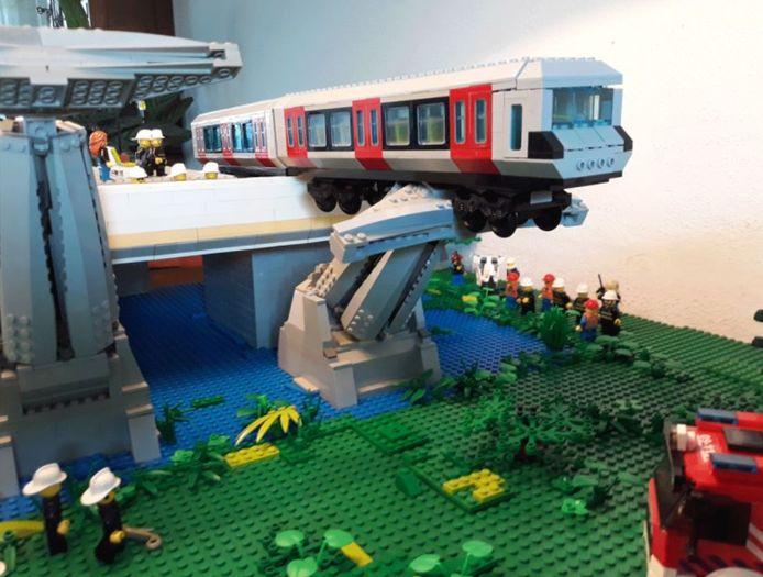 Het ongeluk verbeeld in Lego.