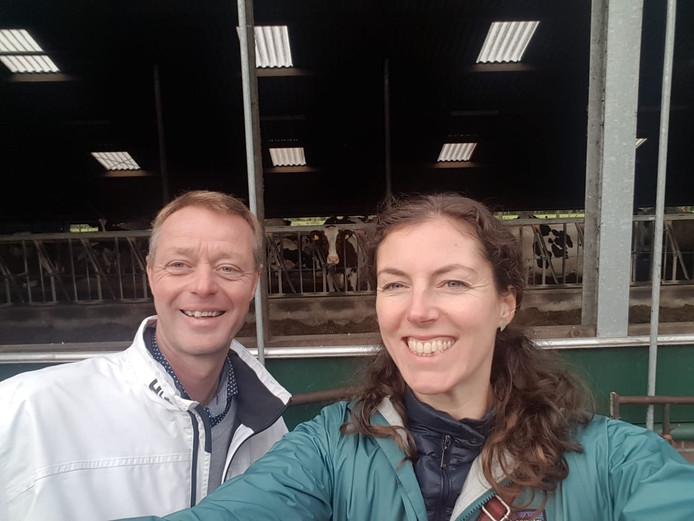 Politieke tegenpolen Jan Nabers en Sylvana Rikkert op bezoek bij boeren in Zwolle.