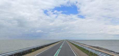 Dodelijk slachtoffer ongeluk op dijk tussen Lelystad en Enkhuizen is vrouw van 43 uit Lelystad