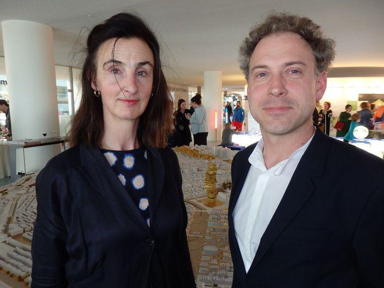 Directeur Madeleine Maaskant en architect Jarrik Ouburg, beiden van de Academie van Bouwkunst. Ouburg: 'Het is redelijk utopisch, hè.' Beeld Schuim