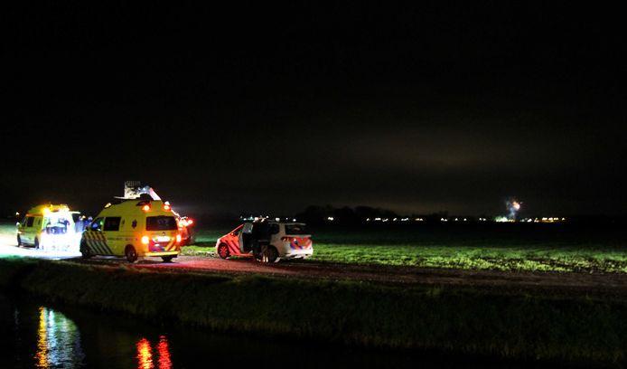 In het Friese dorp Morra is gisterenavond iemand om het leven gekomen, vermoedelijk door vuurwerk.