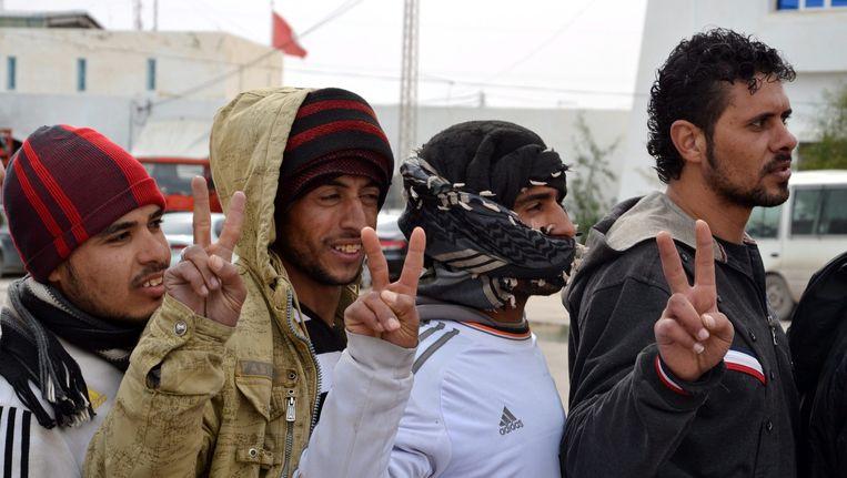 Egyptische gastarbeiders ontvluchten Libië uit angst voor IS en de luchtaanvallen. Beeld EPA