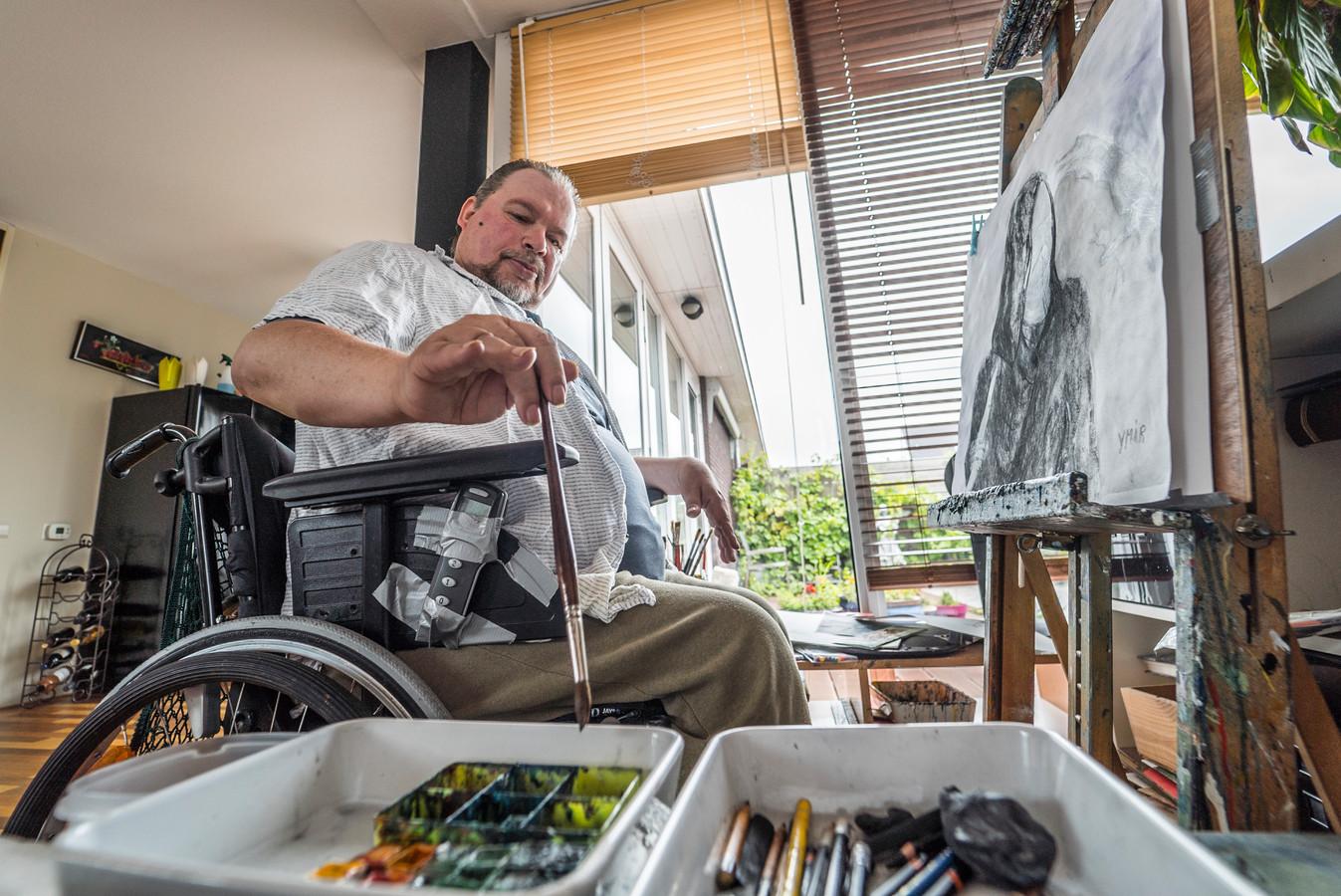 Ymir Flink kan niet naar de opening van de kunstroute Quarantainekunst in de Dorpsstraat waar zijn werk te zien is.