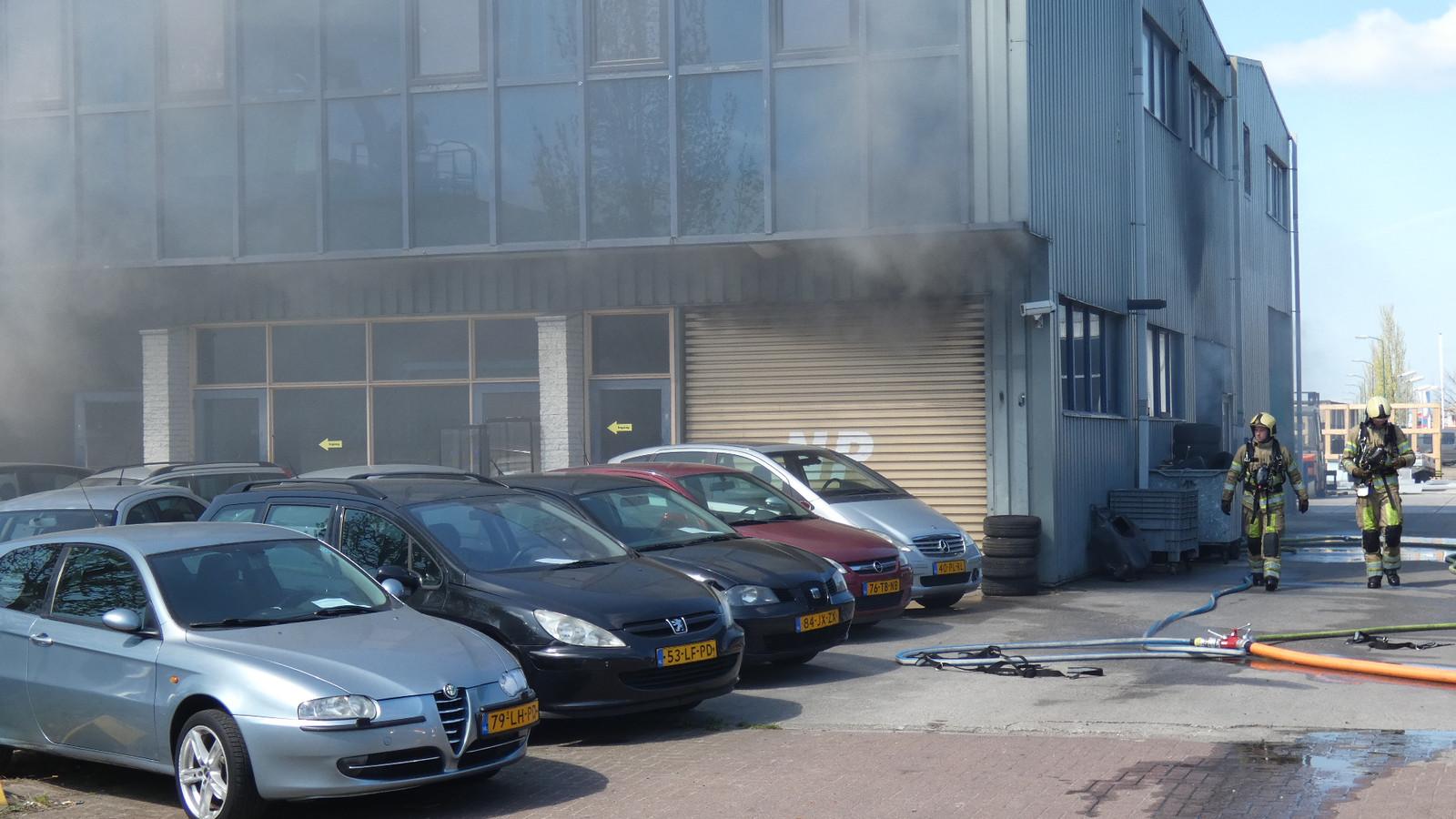 In een garage in Veenendaal is vrijdag een brand ontstaan