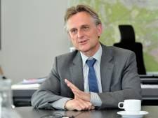 Burgemeester sluit pand aan Veldweg in Soest drie maanden na vondst hennepkwekerij