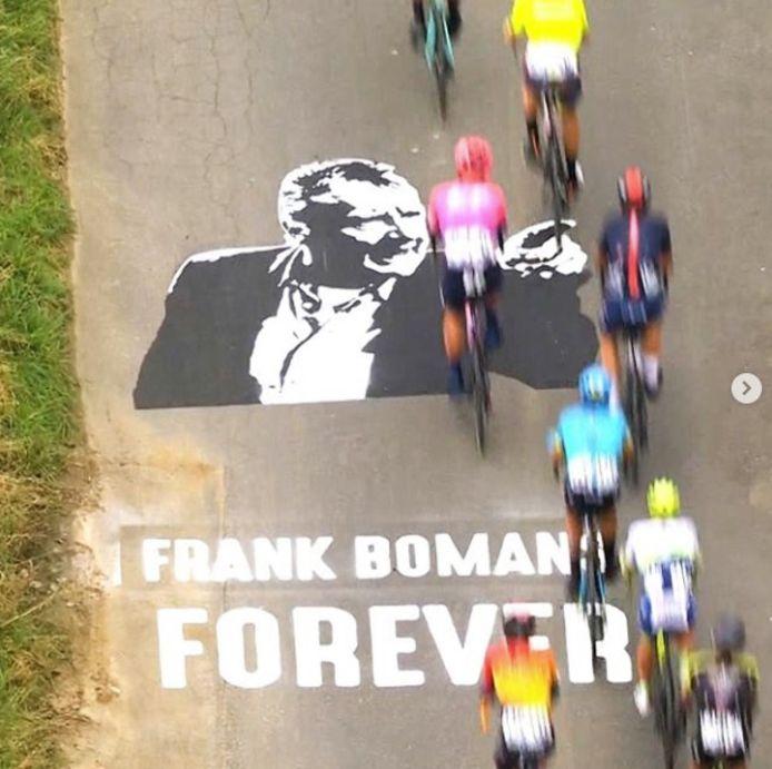 Deze tekening was tijdens de Ronde van Vlaanderen op de grond te zien.