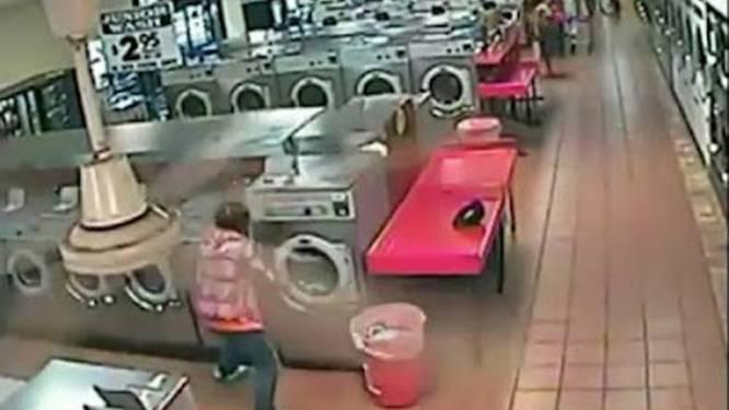 Koppel laat kind 'ritje' maken in wasmachine