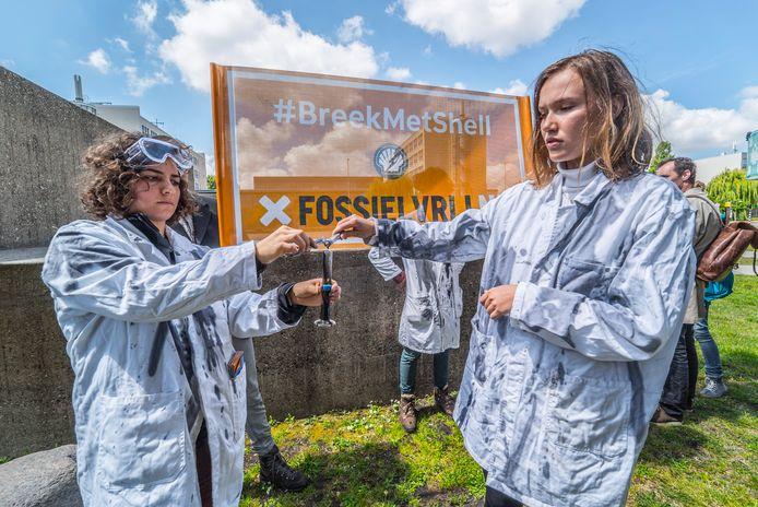 Actie van Fossielvrij Nederland bij de TU Delft