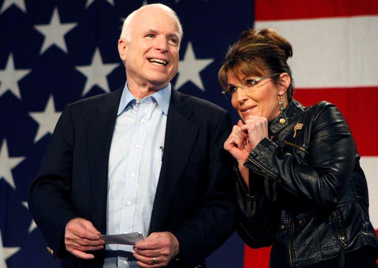 Voormalig presidentskandidaat John McCain en zijn running mate Sarah Palin. Beeld REUTERS