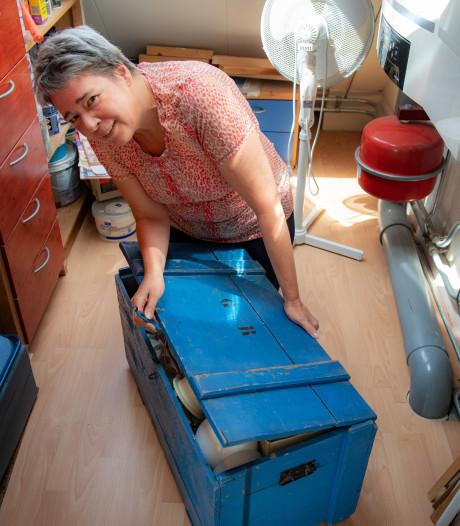 Zolderschatten: Een hemelsblauwe kist die levens redde