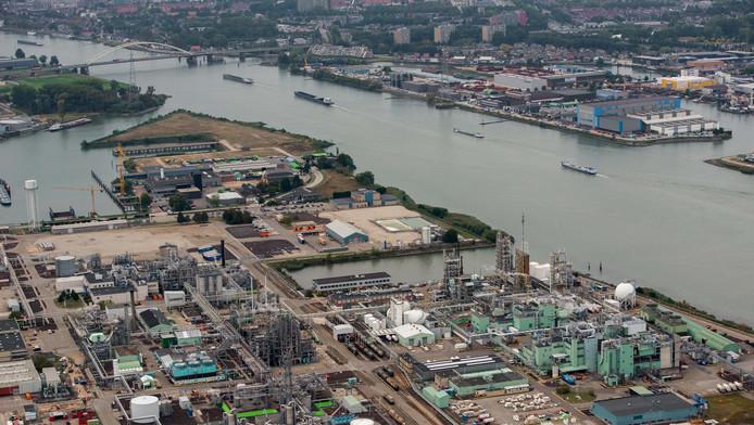 De fabrieken van bovenaf.