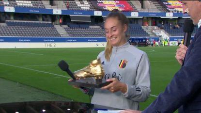 """Memorabele avond voor Tessa Wullaert, die drie keer scoort én derde Gouden Schoen krijgt: """"Hij zal mooi staan op de kast"""""""